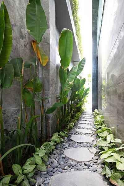 Mẫu thiết kế nhà cấp 4 đẹp mướt mắt với thảm cỏ xanh trước hiên nhà vừa đơn giản vừa tạo được không gian thoáng đãng, thoải mái.