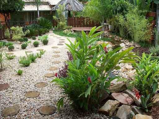 Rất nhiều gia đình ưa chuộng kiểu thiết kế tiểu cảnh sân vườn này.